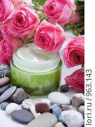 Баночка косметического крема. Стоковое фото, фотограф Дарья Мирошникова / Фотобанк Лори