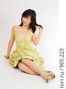 Купить «Девушка азиатской внешности на сером фоне», фото № 965223, снято 22 марта 2009 г. (c) Сергей Новиков / Фотобанк Лори
