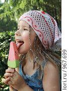 Купить «Счастливая девочка с мороженым», фото № 967699, снято 9 июля 2009 г. (c) Круглов Олег / Фотобанк Лори