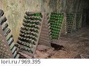 Купить «Бутылки в подвале завода Абрау-Дюрсо», фото № 969395, снято 18 июня 2009 г. (c) Игорь Долгов / Фотобанк Лори