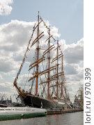 Купить «Четырехмачтовый барк  Седов. (Постройка 1921 года - бывш. «Магдалена Виннен II»). Нева. Санкт-Петербург», эксклюзивное фото № 970399, снято 9 июля 2009 г. (c) Александр Алексеев / Фотобанк Лори