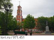 Купить «Оренбург. Башня с часами на улице Советской», эксклюзивное фото № 971451, снято 30 июня 2009 г. (c) Кучкаев Марат / Фотобанк Лори