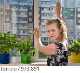 Купить «Девушка на застекленной лоджии», фото № 973891, снято 13 июля 2009 г. (c) Ирина Солошенко / Фотобанк Лори