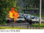 Машина горит (2009 год). Редакционное фото, фотограф Таисия Черемных / Фотобанк Лори