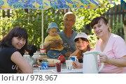 Купить «Чаепитие в деревне», фото № 978967, снято 15 июля 2009 г. (c) Кристина Викулова / Фотобанк Лори