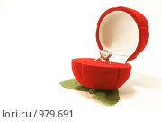 Кольцо в подарочной коробочке. Стоковое фото, фотограф Александр Асланов / Фотобанк Лори