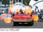 Купить «Каскадеры на старом автомобиле с огнем», фото № 992047, снято 8 июня 2008 г. (c) Александр Косарев / Фотобанк Лори