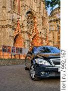 Купить «Автомобиль перед католическим собором», эксклюзивное фото № 992167, снято 5 августа 2020 г. (c) Алексей Котлов / Фотобанк Лори