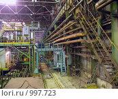 Купить «Цех металлургического предприятия с трубопроводами», фото № 997723, снято 8 ноября 2007 г. (c) Кекяляйнен Андрей / Фотобанк Лори