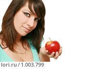 Красивая девушка с красным яблоком. Стоковое фото, фотограф Сухоносова Анастасия / Фотобанк Лори