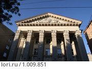 Купить «Фасад здания саратовской филармонии», фото № 1009851, снято 24 июля 2009 г. (c) Михаил Смыслов / Фотобанк Лори