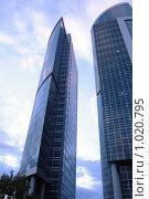 Купить «Высотки», фото № 1020795, снято 16 сентября 2007 г. (c) Сулимов Андрей / Фотобанк Лори