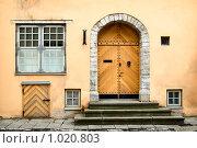Купить «Вход в дом в старом Таллине», фото № 1020803, снято 12 июля 2009 г. (c) Алексей Лебедев / Фотобанк Лори