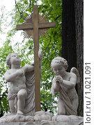Купить «Ангел, некрополь, 19 век, Питер», фото № 1021091, снято 27 июня 2009 г. (c) Parmenov Pavel / Фотобанк Лори