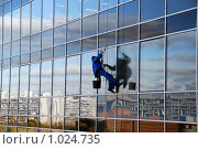Купить «Мойщик окон», фото № 1024735, снято 21 октября 2008 г. (c) Estet / Фотобанк Лори
