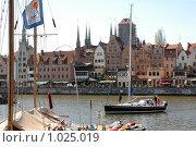 Купить «Яхта на набережной Гданьска», эксклюзивное фото № 1025019, снято 1 мая 2009 г. (c) Svet / Фотобанк Лори