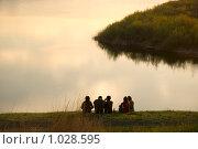Купить «Молодые люди на берегу», фото № 1028595, снято 14 мая 2009 г. (c) Насыров Руслан / Фотобанк Лори