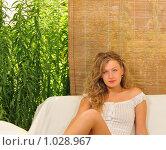 Купить «Девушка в комнате отдыха», фото № 1028967, снято 28 июля 2009 г. (c) Литова Наталья / Фотобанк Лори