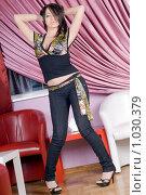 Купить «Красивая девушка в джинсах», фото № 1030379, снято 13 мая 2009 г. (c) Сергей Сухоруков / Фотобанк Лори
