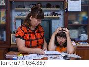 Купить «Мать и дочь с документами», фото № 1034859, снято 14 августа 2009 г. (c) Кристина Викулова / Фотобанк Лори