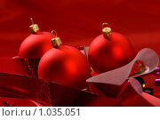 Купить «Красные елочные шары», фото № 1035051, снято 17 декабря 2005 г. (c) Кравецкий Геннадий / Фотобанк Лори
