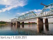Купить «Железнодорожный мост через реку Енисей в Красноярске», фото № 1039351, снято 24 июля 2009 г. (c) Сергей Болоткин / Фотобанк Лори