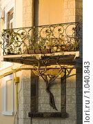 Фасад здания с балконом. Евпатория. Крым (2009 год). Стоковое фото, фотограф Виктор Косьянчук / Фотобанк Лори