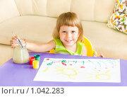 Купить «Девочка рисует», фото № 1042283, снято 19 августа 2009 г. (c) Типляшина Евгения / Фотобанк Лори