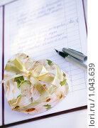 Купить «Брачный договор», фото № 1043639, снято 11 июля 2009 г. (c) Морозова Татьяна / Фотобанк Лори