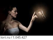 Зажженная лампа. Стоковое фото, фотограф Константин Юганов / Фотобанк Лори