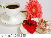 Чашка кофе, цветок и сердце. Стоковое фото, фотограф Елена Элевтерова / Фотобанк Лори