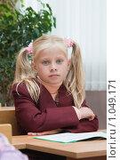Купить «Первоклассница на уроке», фото № 1049171, снято 20 августа 2009 г. (c) Оксана Гильман / Фотобанк Лори