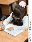 Купить «Девочка пишет в тетрадке», фото № 1049255, снято 20 августа 2009 г. (c) Оксана Гильман / Фотобанк Лори