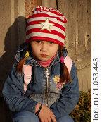 Купить «Девочка у забора в луче заходящего солнца», фото № 1053443, снято 20 августа 2009 г. (c) Никонор Дифотин / Фотобанк Лори