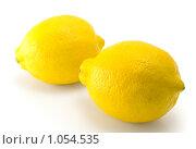 Купить «Два спелых лимона на белом фоне», фото № 1054535, снято 14 августа 2009 г. (c) Вадим Субботин / Фотобанк Лори