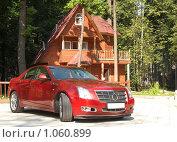 Купить «Современный автомобиль перед коттеджем», фото № 1060899, снято 12 июля 2009 г. (c) Сергей Плахотин / Фотобанк Лори