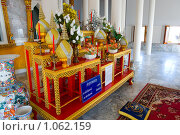 Алтарь в буддистском храме. Стоковое фото, фотограф Ипполитов Александр / Фотобанк Лори