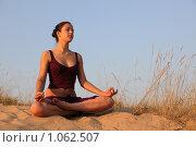 Медитация на закате. Стоковое фото, фотограф Павел Гундич / Фотобанк Лори