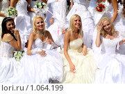 Купить «Репортаж. Парад невест,  г.Караганда, август 2009г.», фото № 1064199, снято 29 августа 2009 г. (c) Камбулина Татьяна / Фотобанк Лори