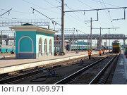 Купить «Железнодорожный вокзал, Омск», фото № 1069971, снято 7 июля 2008 г. (c) Asja Sirova / Фотобанк Лори