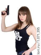 Купить «Девушка с пистолетом», фото № 1071395, снято 26 февраля 2009 г. (c) Сергей Сухоруков / Фотобанк Лори