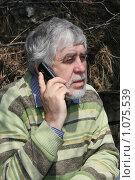 Мужчина с телефоном. Стоковое фото, фотограф Дарья Киселева / Фотобанк Лори