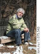Мужчина на скамейке. Стоковое фото, фотограф Дарья Киселева / Фотобанк Лори