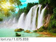 Водопад во Вьетнаме (2009 год). Стоковое фото, фотограф Ольга Хорошунова / Фотобанк Лори