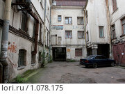 Купить «Санкт-Петербург, дворик в центре», фото № 1078175, снято 3 сентября 2009 г. (c) Андрюхина Анастасия / Фотобанк Лори