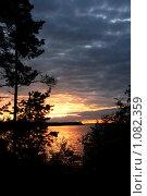 Вечерний закат на озере Волго (2009 год). Редакционное фото, фотограф Павел Красихин / Фотобанк Лори