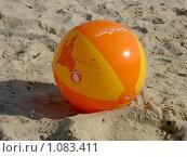 Мяч на пляже (2008 год). Редакционное фото, фотограф Сотникова Екатерина / Фотобанк Лори
