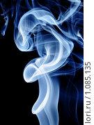 Голубой дым на черном фоне. Стоковое фото, фотограф Роман Сигаев / Фотобанк Лори