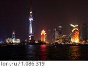 Купить «Ночной Шанхай. Китай», фото № 1086319, снято 8 сентября 2007 г. (c) Екатерина Овсянникова / Фотобанк Лори