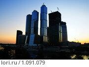 Купить «Вечерний Москва-сити», фото № 1091079, снято 11 июля 2009 г. (c) Данил Ефимов / Фотобанк Лори